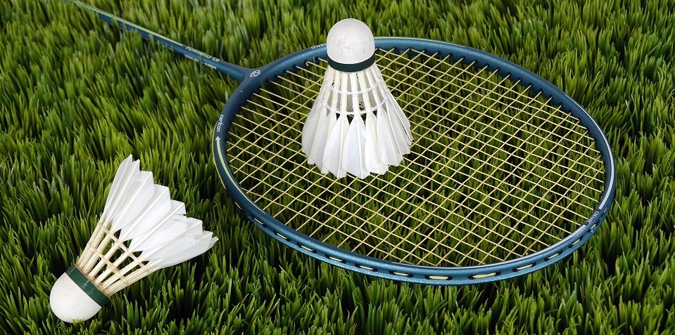 badminton-shuttle-sport-bat